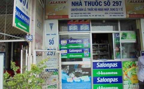Dán Decal Quảng Cáo Tủ Thuốc Tại Các Nhà Thuốc Khu Vực Tiền Giang Của Cty Hisamitsu Việt Nam